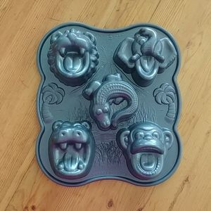 Nordic Ware Hungry Animals Pro cast cake pan